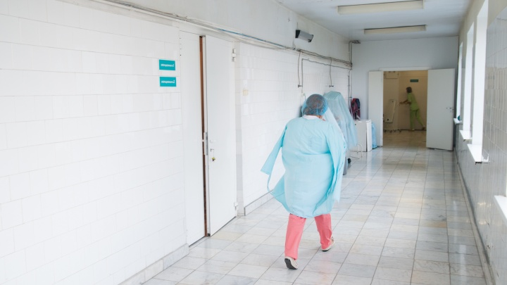 Больше тысячи свердловских врачей уволились из госбольниц ради работы в частных клиниках