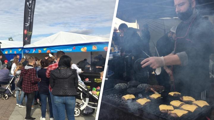 Ярославцы встали в очередь за бургерами: что почём на фестивале «Пир на Волге»