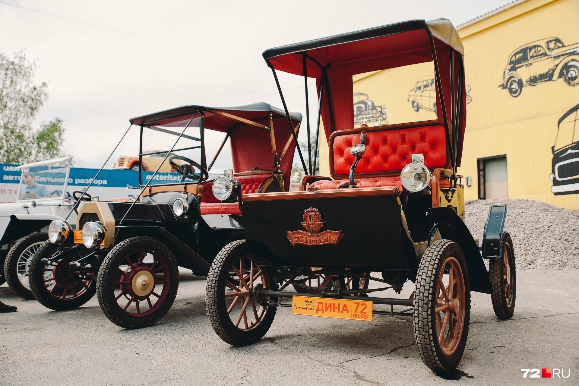 На такой машине ездили в конце XIX века. Руль еще не придумали
