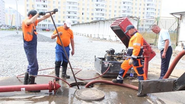 Коммунальщики выяснили, почему в Антипино течет грязная вода (и рассказали, когда будет чистая)