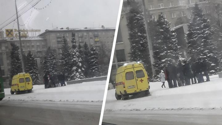 Активисты с площади Ленина вызвали скорую и заявили, что их избили полицейские
