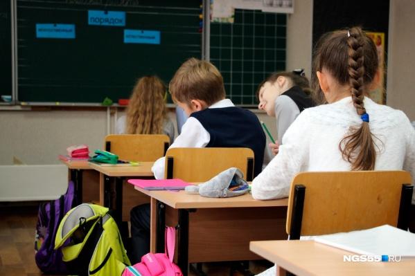 В Минобре опровергли информацию о том, что после каникул школьнику уйдут на дистанционное обучение