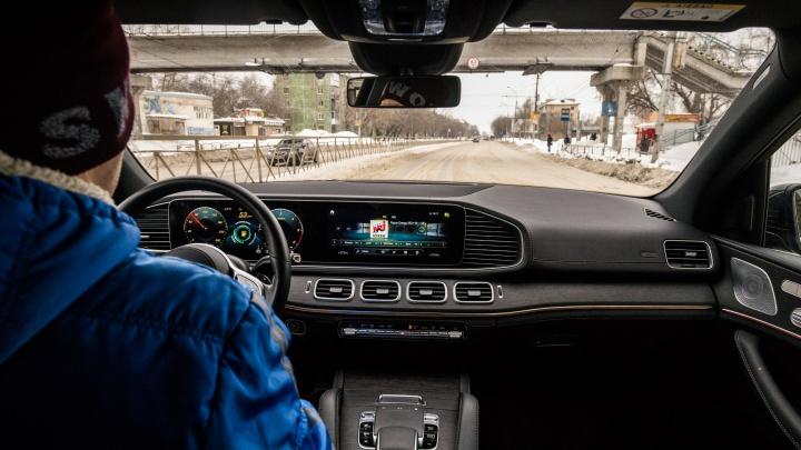 «Любой таксист приедет за 2 минуты». Колонка водителя, который сомневается — отказаться от личного авто или нет
