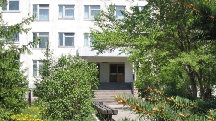 В Ростовке дети пошли в школу со спортзалом без крыши