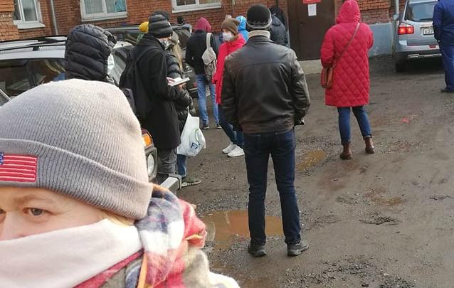 В ярославской больнице объяснили причины гигантской очереди на COVID-тесты