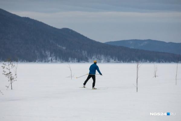 Группа лыжников решила прогуляться по живописным местам и застряла во льдах