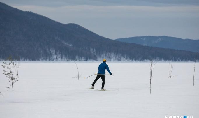 Девять лыжников застряли на тонком льду Бирюсинского залива