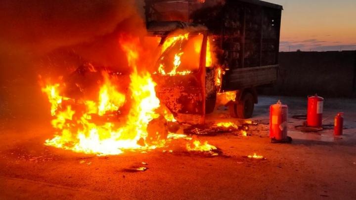 На трассе под Волгоградом в «Газели» сгорели 200 кур
