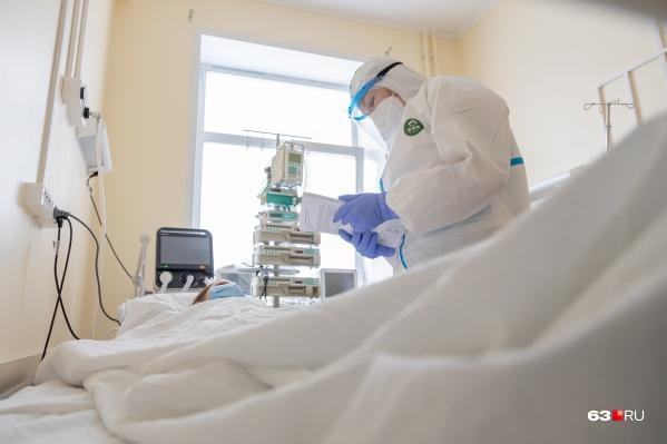 Пациентов с тяжелым течением ковида госпитализируют