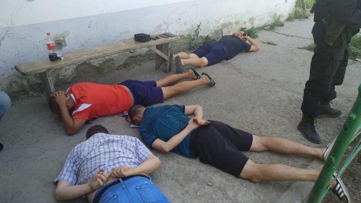 300 тысяч или срок: в Волгограде лжеполицейские отобрали у мужчины машину и мотоцикл