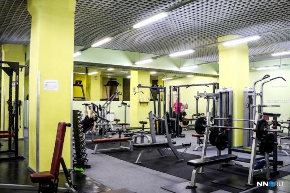 Пенсионерам запретили посещать фитнес-клубы, пока для них действует режим обязательной самоизоляции