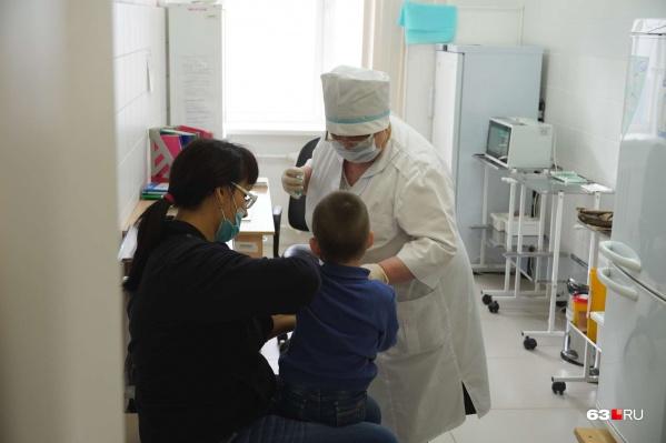 — Оптимальный срок вакцинации от гриппа — сентябрь-ноябрь, до начала сезонной циркуляции вируса гриппа, — предупредили в региональном Роспотребнадзоре.