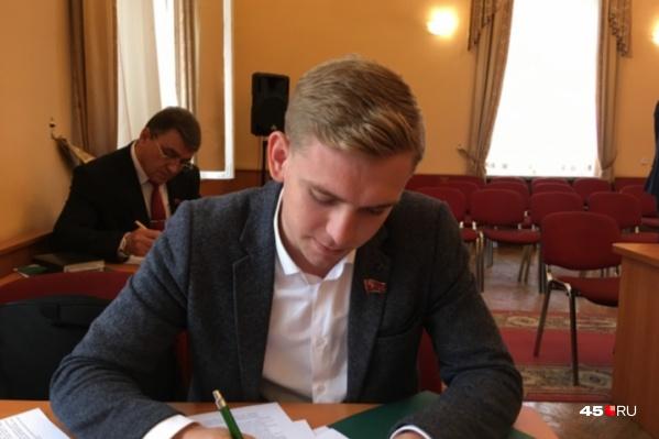 Максим Пивоваров рассказал о слушаниях в городской думе, на которых сообщили о намерении менять устав Кургана