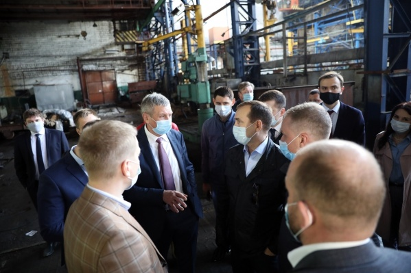 «Страна жива, пока работают заводы», — пишет Шумков у себя в Instagram