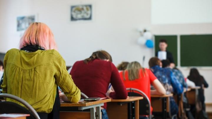 Власти объяснили, почему тюменские колледжи не переводят на дистанционку, как университеты