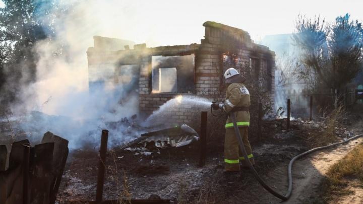Из комнаты выбраться не смогли: под Волгоградом заживо сгорели неходячая пенсионерка и ее супруг