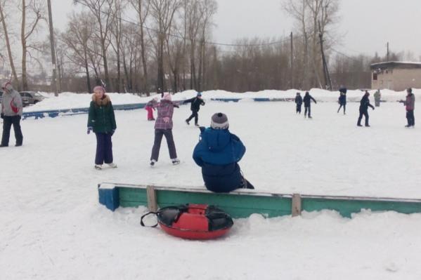 В Архангельске на коньках катаются не только на стадионах в центре города, но и в отдаленных районах