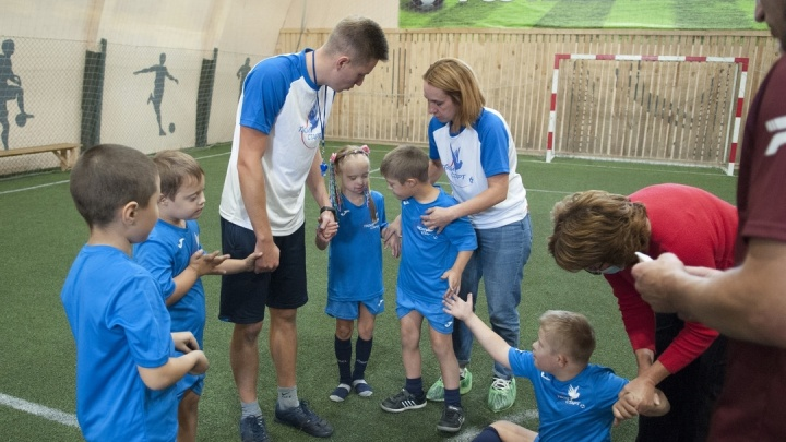 Из-за ковида дети с синдромом Дауна лишились футбольной площадки. Их приютил ФК «Енисей»