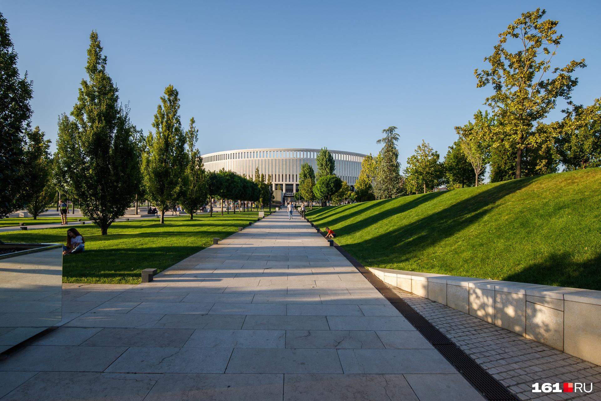 "Парк разбит рядом со стадионом «Краснодар». По данным <a href=""https://www.forbes.ru/milliardery/354809-novyy-dar-dlya-krasnodara-sergey-galickiy-filantrop-goda-po-versii-forbes"" target=""_blank"" class=""_"">Forbes</a>, он обошелся Сергею Галицкому в 4 миллиарда рублей<br><br><br><br>"