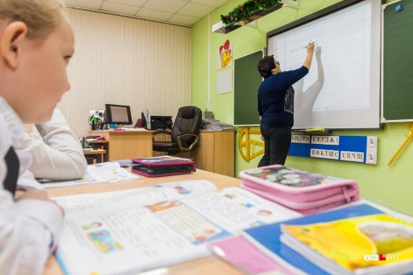 """Сейчас очно с детьми работают только учителя, ведущие <nobr class=""""_"""">1–5-е</nobr> классы"""