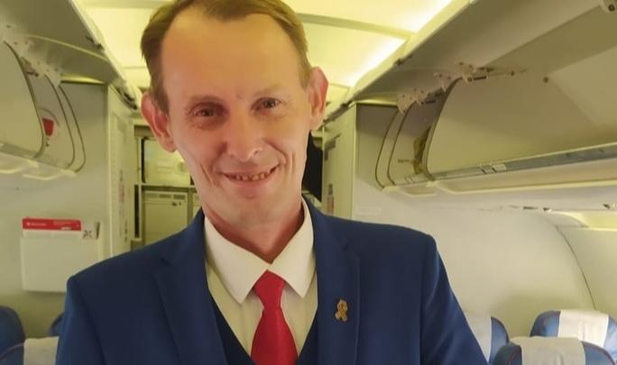 Бортпроводник оригинально успокоил маленького пассажира самолета