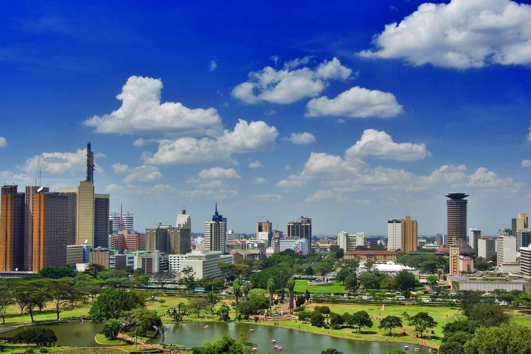 Чтобы избежать грабежей и мародёрства, в Найроби введён комендантский час. В это время полицейским разрешено стрелять по нарушителям