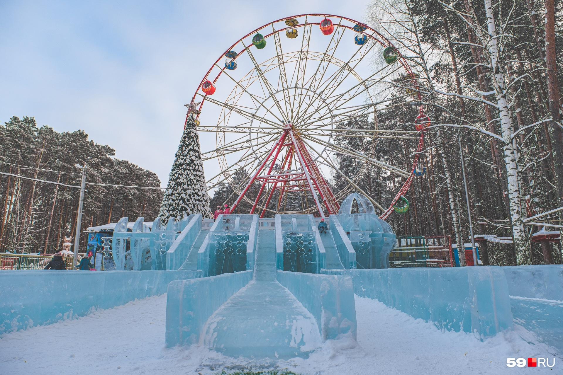 В парке «Счастье есть» в Кировском районе горки в виде звездолета