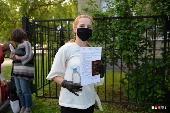 Во время экзамена детям разрешают не пользоваться масками и перчатками, но по желанию их можно оставить
