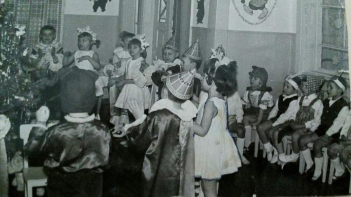«После утренника свезла все коленки и порвала парадный фартук»: показываем новогодние фотографии из старых альбомов волгоградцев