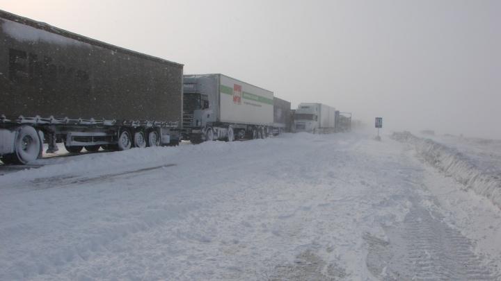 Волгоградских автомобилистов предупреждают о метели на трассах региона