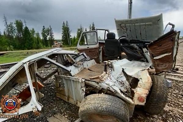 Машина восстановлению не подлежит, один из мужчин в салоне погиб