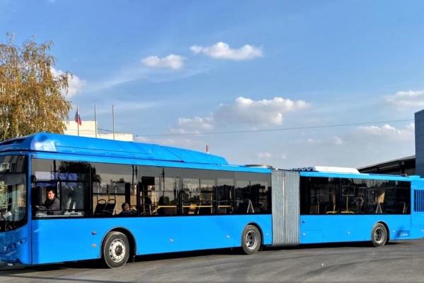 Новый сочлененный автобус сталкомфортнее для пассажиров