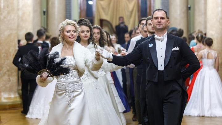 «Вредно не ездить на бал, когда заслуживаешь»: в Волжском станцуют классические танцы под открытым небом