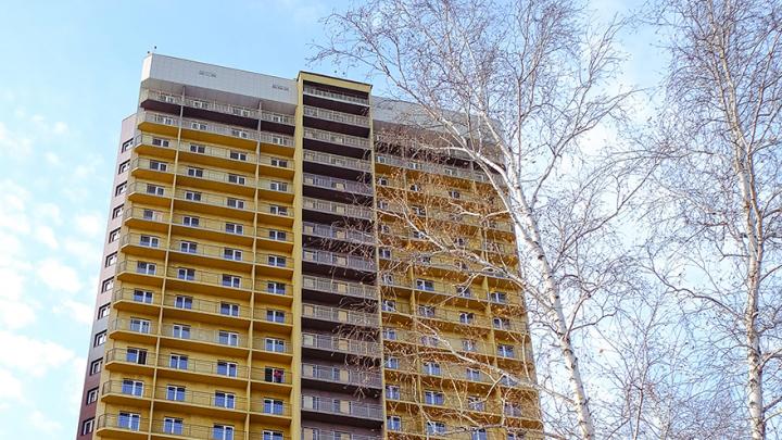 Достроили жилой комплекс с одним из самых недорогих видов на Обь — она всего в сотне метров от дома