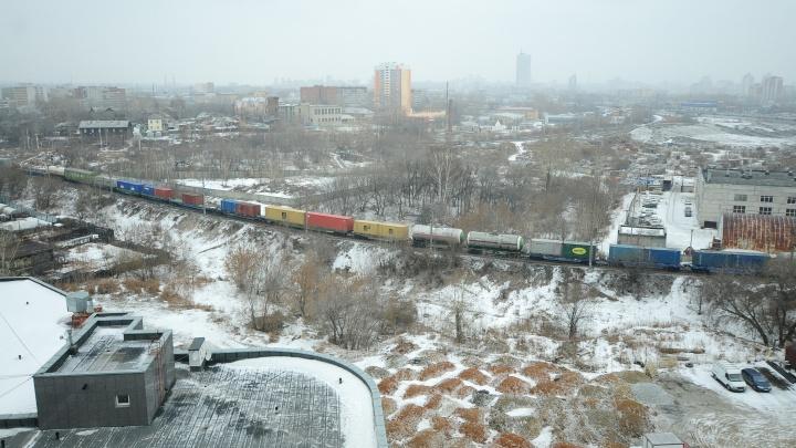 В Екатеринбурге жители ста домов с утра сидят без горячей воды и отопления