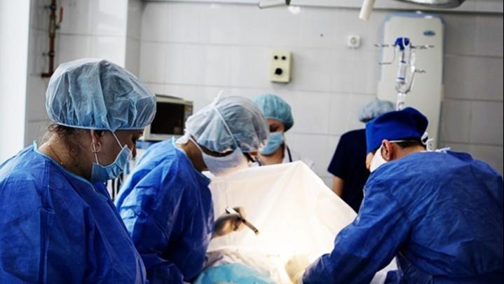 Не замечала, пока не стало трудно дышать: новосибирские онкологи удалили у пациентки опухоль весом в 20 кг