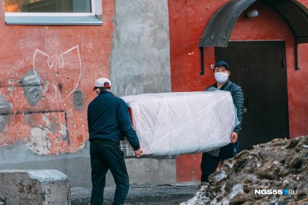 Омичам на карантине строго запрещено покидать свои квартиры, даже если друг попросил помочь с ремонтом