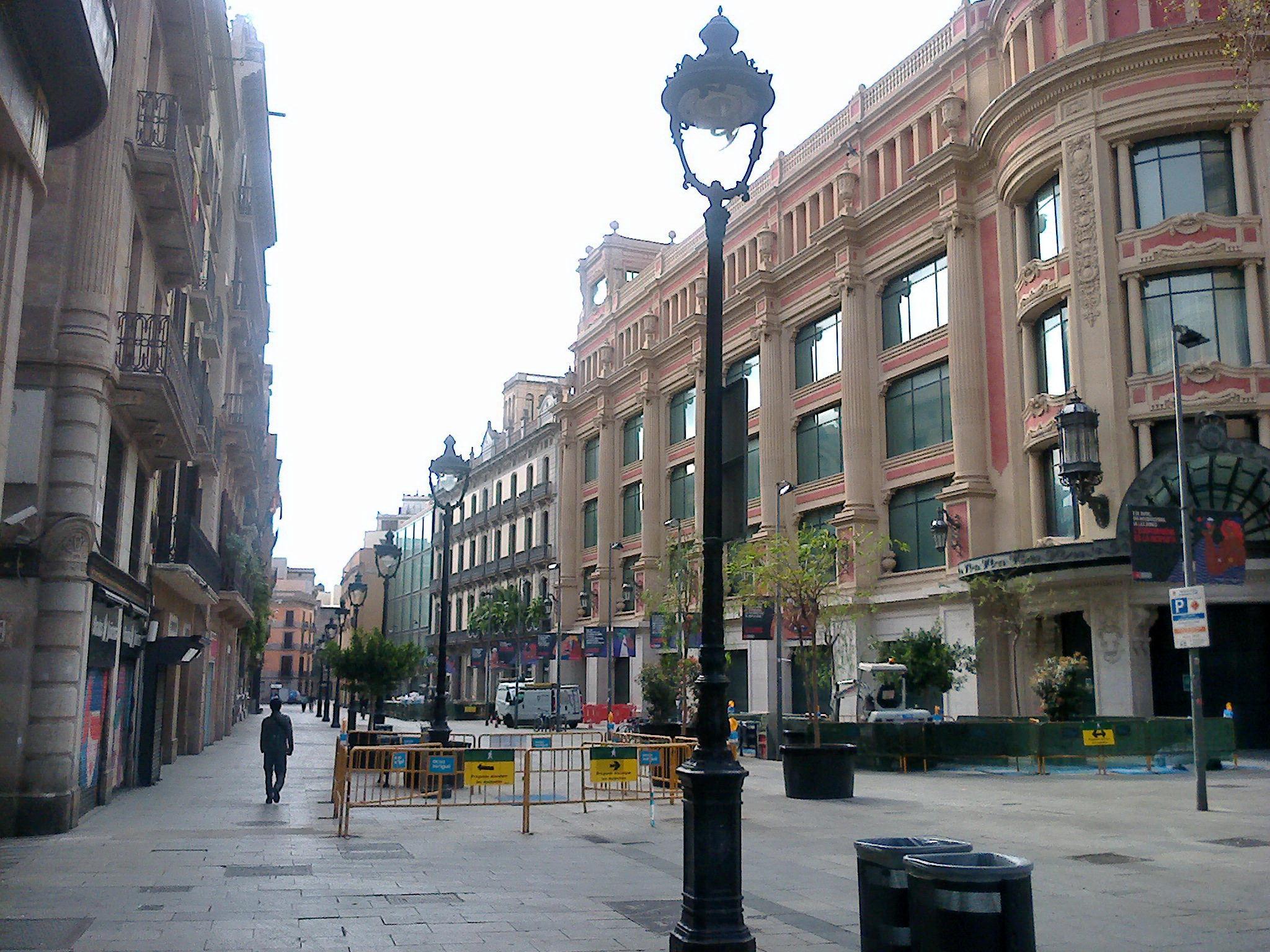 В середине марта в Испании объявили карантин и на улицах уже практически не было людей