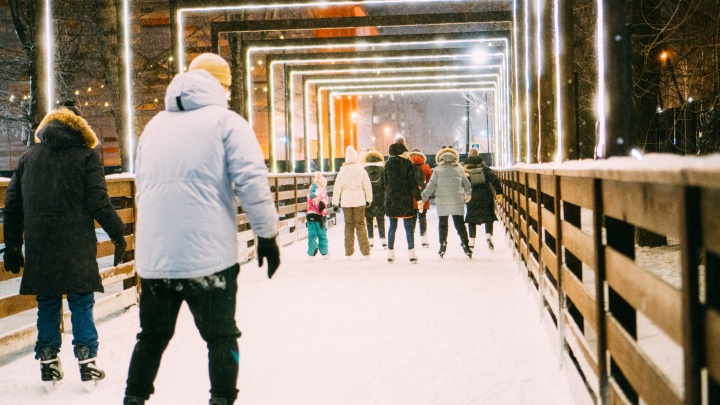 Горки и катки в омских парках будут работать в новогоднюю ночь