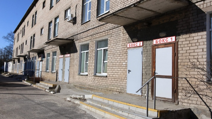 Коронавирус в Ярославле: человек с сомнительными анализами попал в бокс инфекционной больницы