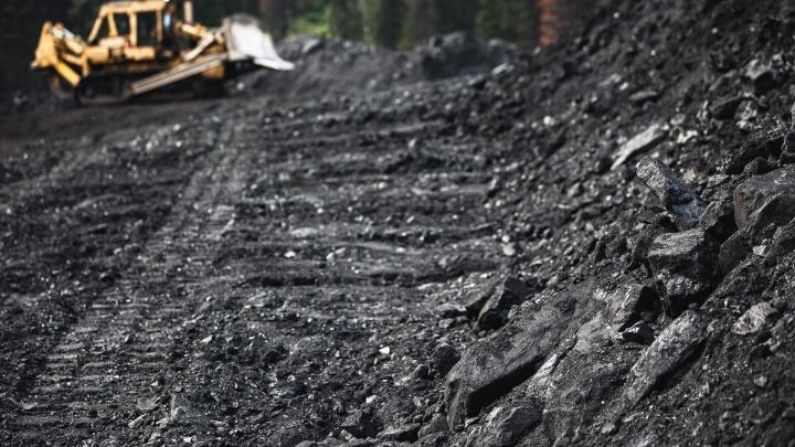 В Кузбассе за год сильно упала добыча угля. Показываем всё в цифрах