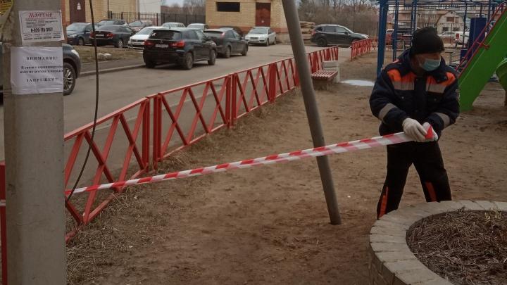 Облава на мам: в Ярославле спасатели прогнали родителей, гуляющих с детьми на площадках