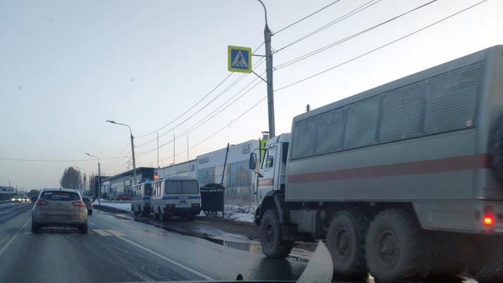 В Кировском округе начались учения — силовикам разрешили заходить в квартиры омичей