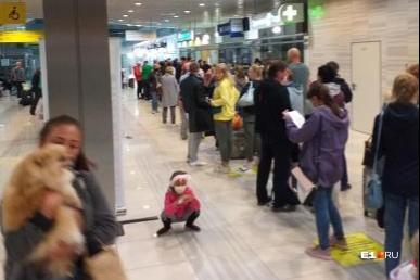 Туристы ждали 5 часов, пока подойдет их очередь