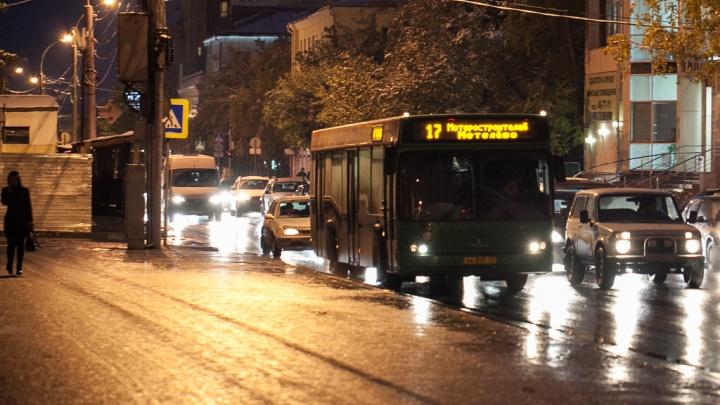 В Тюмени пассажир автобуса жестоко избил кондуктора после замечания из-за отсутствия маски