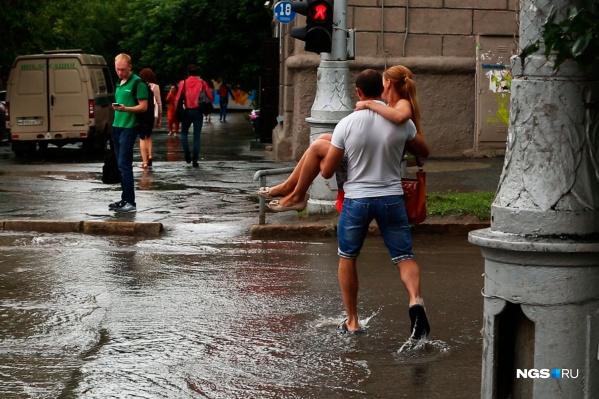 Синоптики обещают жаркую, но дождливую погоду — сильный ливень ожидается и сегодня, 6 июля
