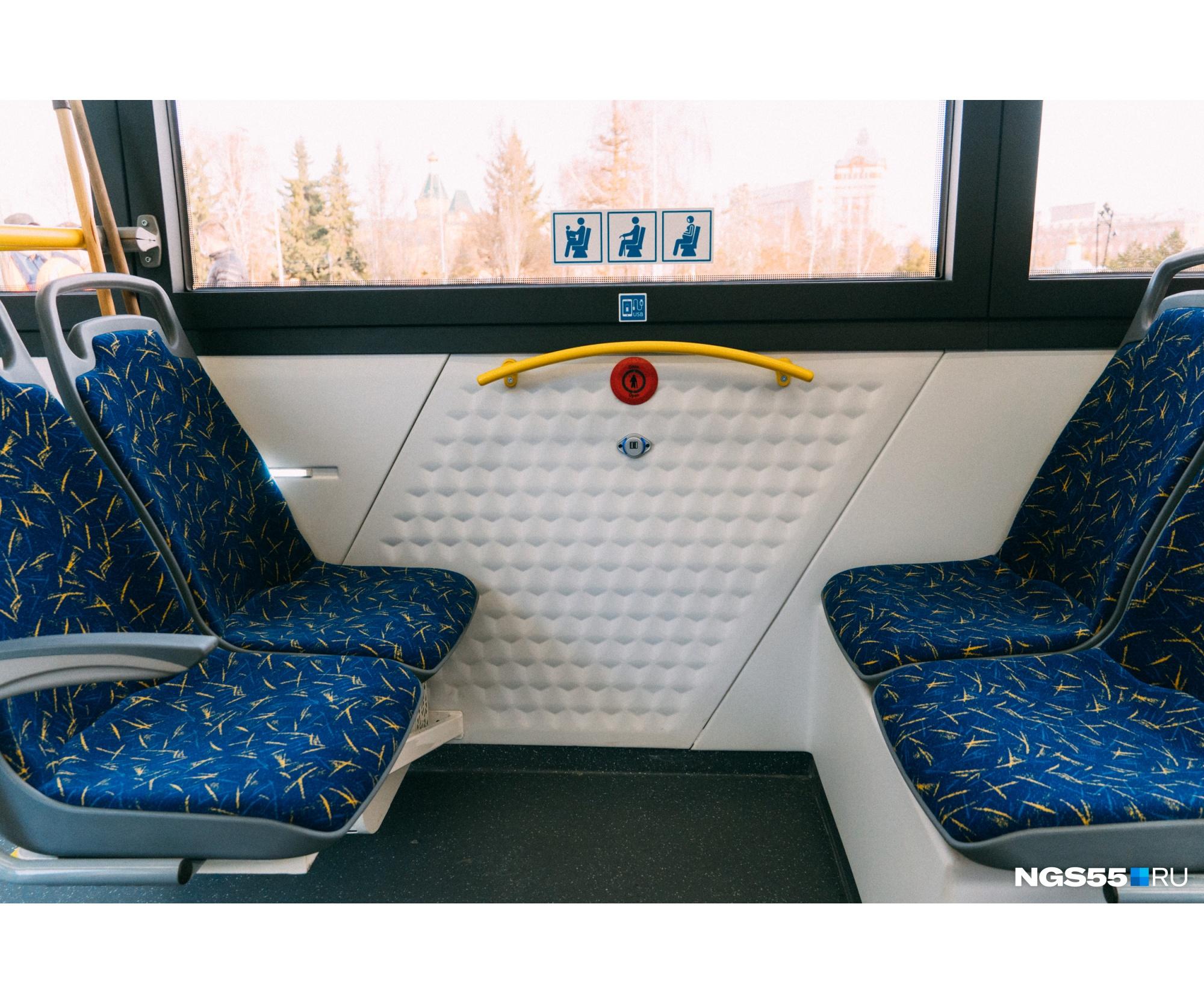 В администрации заверили, что в троллейбусах есть Wi-Fi. Также в них можно заметить USB-разъемы для подзарядки телефонов