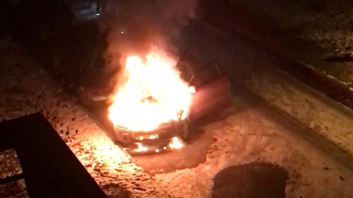 «Выскочила за секунду до взрыва»: появилось видео пожара в Крутых Ключах