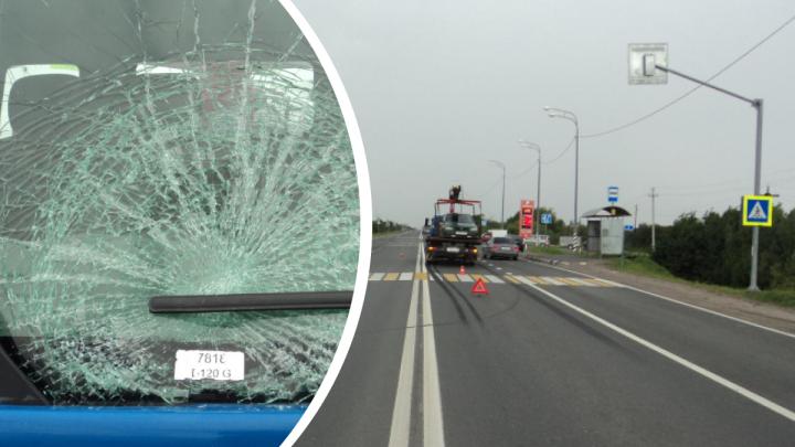 Эвакуатор сбил человека на пешеходном переходе под Архангельском