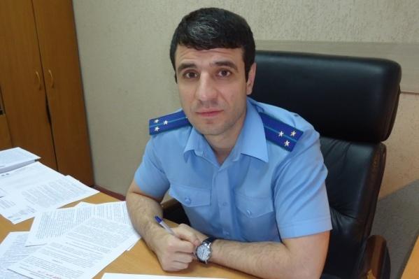 По информации журналистов, прокурор был пойман пьяным за рулем в марте прошлого года